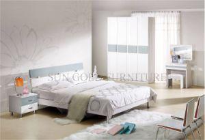 Il guardaroba poco costoso usato moderno della camera da letto di ...