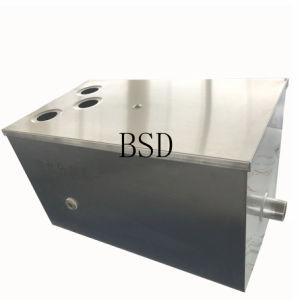 CNC di Customed che lavora timbrando muffa per acqua oleosa che separa strumentazione