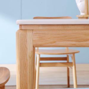 現代木製の家具の石造りの上が付いている木のレストラン表