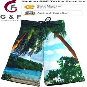 La spiaggia degli uomini mette in mostra gli Shorts di Crossfit