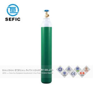 صناعيّ يستعمل [سملسّ ستيل] أسطوانة غاز لأنّ أكسجين غاز