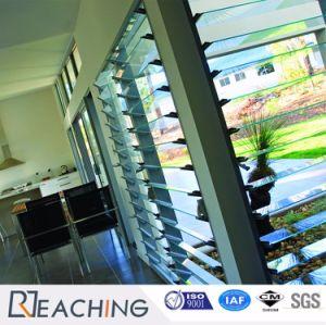 Une fenêtre en verre de l'obturateur ouvert Swich profilé en aluminium