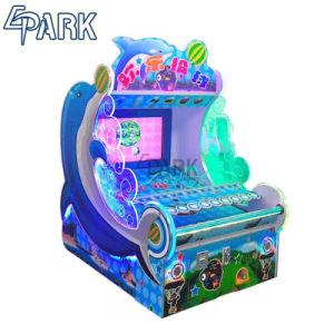 Los niños Arcade Juegos de lanzamiento de Monedas feliz lanzando la redención de la máquina de juego