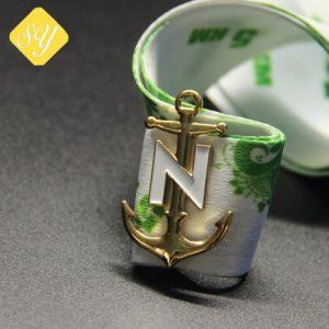 卸売価格のカスタム金属3Dの金によってめっきされる十字の折りえりPin