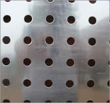 Usine de haute qualité d'alimentation de la plaque en acier perforée