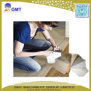 Nuevo diseño en madera haga clic en Sistema Spc de PVC Piso pisos de PVC rígido de la máquina extrusora de plástico