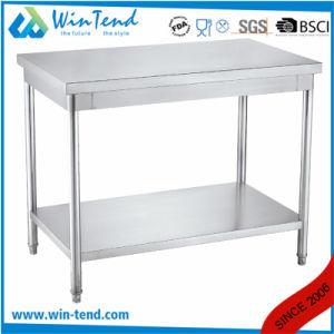 Le restaurant de l'équipement de cuisine métalliques en acier inoxydable avec bordure de table