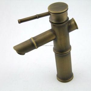 真鍮の浴室の骨董品の洗面器のコック(U2)
