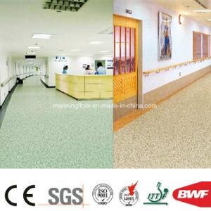 容易なクリーニングの密な底PVC紫外線処置2mmの商業ビニールの床