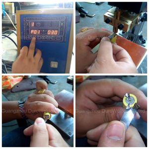 Los componentes electrónicos de la máquina de soldadura por puntos