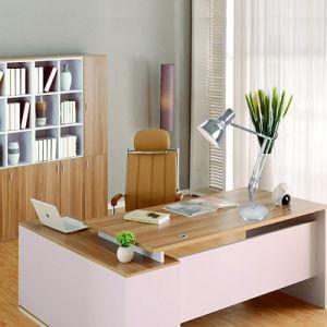 振動アーム金属のオフィスの卓上スタンド、調節可能な現代卓上スタンド