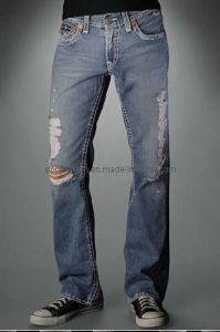 Men&acutes ha strappato i jeans