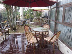 Bambù esterno come il rattan stabilito della Tabella pranzante che pranza insieme