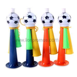 De Ventilators die van het Voetbal van het Spel van de Voetbal van de Kop van de Wereld van Rusland Hoorn toejuichen