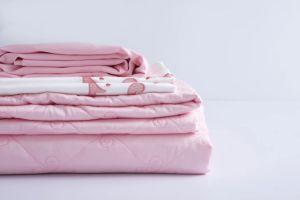 新しい高品質の刺繍の枕カバーは及びセットされたベッドカバーをキルトにした(ピンク)