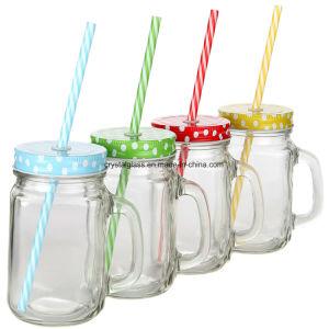 プラスチックわらが付いている100%リサイクルされたガラス480mlタンブラーの上