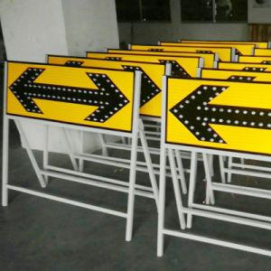 点滅LEDの太陽交通標識のボードハイウェイはトラフィックのUターンの矢の印に署名する