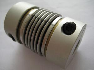 La sorgente muggisce gli accoppiamenti flessibili della manichetta antincendio del codificatore della conduttura universale
