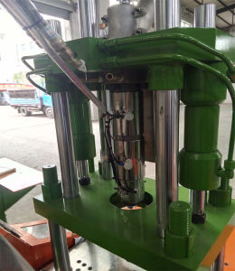 Городе завода машины литьевого формования пластика по вертикали