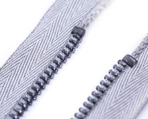 포금 색깔 이와 회색 색깔 테이프를 가진 금속 지퍼 최상