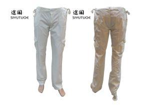 Il modo degli uomini intasca i pantaloni lunghi lavati carico del cotone