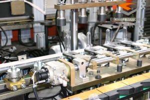 6000bph 4 cavités plein conteneur en plastique de servo de Pet peut Machine de moulage par soufflage/bouteille d'eau minérale pure Making Machine de soufflage