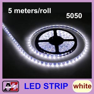 Una striscia 300 LED dei 5050 LED 5 tester di indicatore luminoso bianco