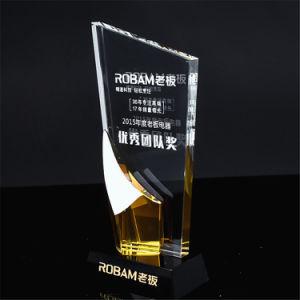 黒い基礎記念品のギフトと刻まれる多彩で黄色く青いカスタマイズされた水晶トロフィ賞が付いている白く明確な透過ガラス