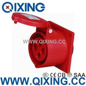 La norme CEI 60309 32d'un bleu de type droite prise monté sur panneau