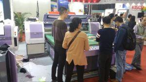 Stampante di sublimazione con il documento e gli inchiostri di trasferimento