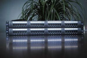 Cat 5e Panel de conexiones FTP 24 puertos (HSC-2055222-24)