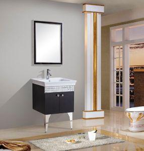 Montado en el piso de acero inoxidable moderno cuarto de baño