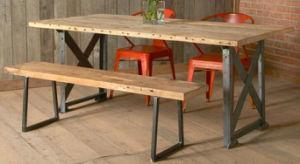 型の産業家具のダイニングテーブル
