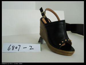 Dame de la pente à la mode des chaussures de PU