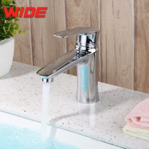 透かし衛生製品の銅の浴室の洗面器の蛇口