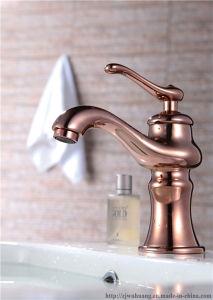 銅によってめっきされる持ち上がるハンドルの洗面器のコック