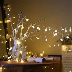 Fête de Noël à l'extérieur de l'intérieur d'intérieur des lumières décoratives