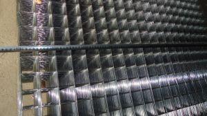 塀のための溶接された金網のパネル