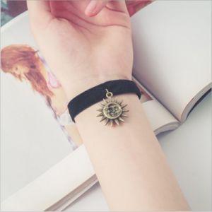 De zwarte Koreaanse Eenvoudige Decoratie van de Juwelen van de Armband