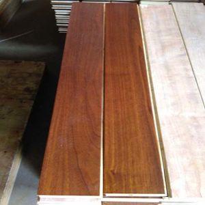 Solide et conçu le noyer noir Engineered Wood Flooring