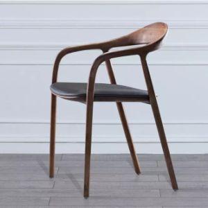 Des chaises en bois de luxe moderne restaurant peint avec coussin naturel