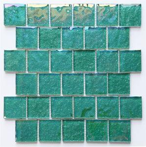 Superfície de iridiscente verdePiscina resplandecente mosaico de vidro de lado a lado