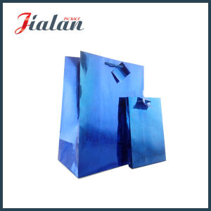 파란 색깔 꼬리표를 가진 자필 선물 포장 부대
