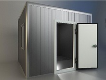 La pequeña puerta batiente Cuarto frío para la cocina, almacén