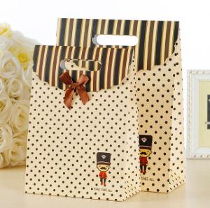 Sacchetto cosmetico rivestito promozionale dell'imballaggio dei monili dell'elemento portante di carta di arte della mano del regalo di acquisto del documento della stampa del Brown Kraft con la corda di nylon del cotone (E30)