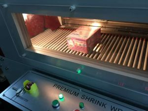 Bandeja de pastel de automático de tarjeta de papel cartón Máquina de embalaje retráctil