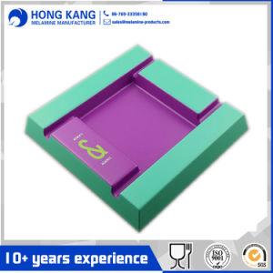 Zwei Ton-Melamin-Quadrat-Aschenbecher mit Firmenzeichen