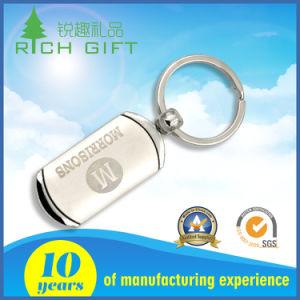 Metallo in bianco su ordinazione Carabiner placcato argento in lega di zinco Keychain del fornitore cinese con la breve cinghia di cuoio