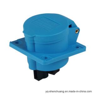 zoccolo industriale montato inclinato 2p+E IP44 3031601