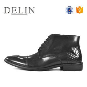 新式の黒い牛革人のブートの方法靴